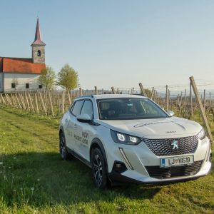 Peugeot e-2008: Samosvoj med enakimi