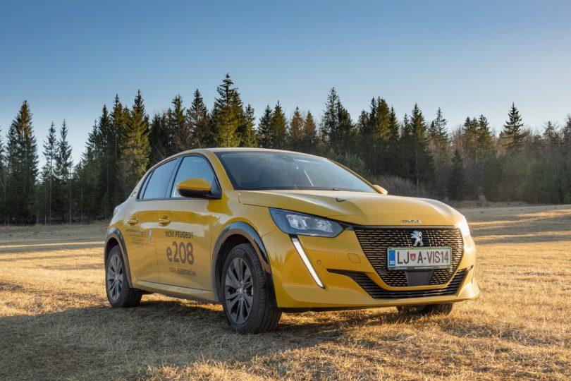 Peugeot e-208: Ko pokličejo osemdeseta in dvignejo palec
