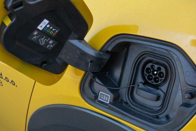 Električni avto mora imeti več kot 200 km dosega v vseh razmerah
