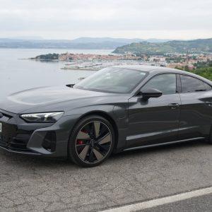 Audi e-tron GT je lahko udoben potovalnik, lahko pa prava zverina (#video)