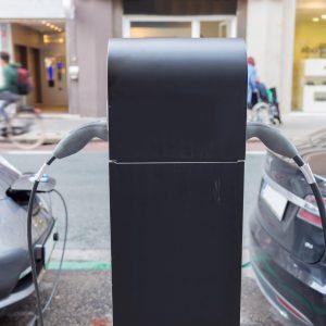Delež električnih avtomobilov v Evropi počasi raste, za kaj več pa so cene še precej previsoke