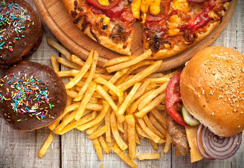 »Junk food« algoritmi in svet, ki nas z njimi hrani