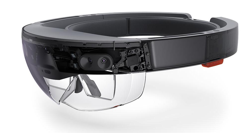 Microsoftova očala hololens dodajajo holograme v okolje, v katerem smo. Foto Microsoft