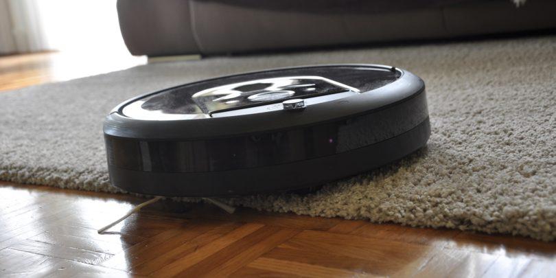 Irobot Roomba i7+: Zakaj imaš pa ta »sekret« v sobi (#VIDEO)