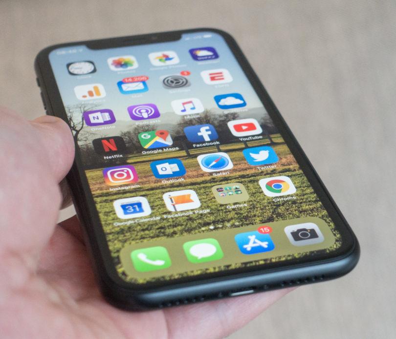 Apple iPhone XR: Zakaj, zaboga, je še Apple postal zagovornik velikih telefonov?!