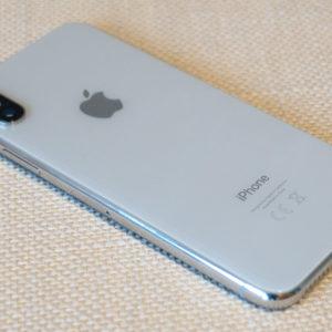 Hit ali flop, iPhone X izstopa iz množice dolgočasnih