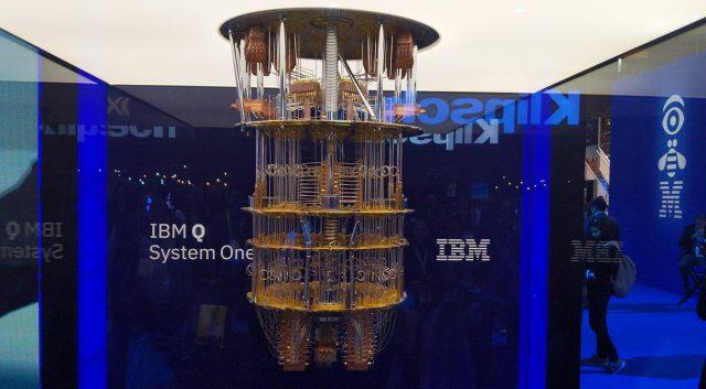 Je IBM res naredil prvi komercialni kvantni računalnik?