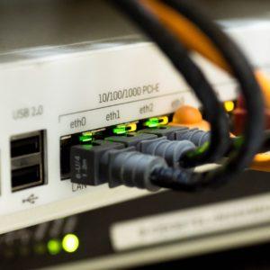 Akos kani najnižjo hitrost interneta v Sloveniji dvigniti na deset megabitov