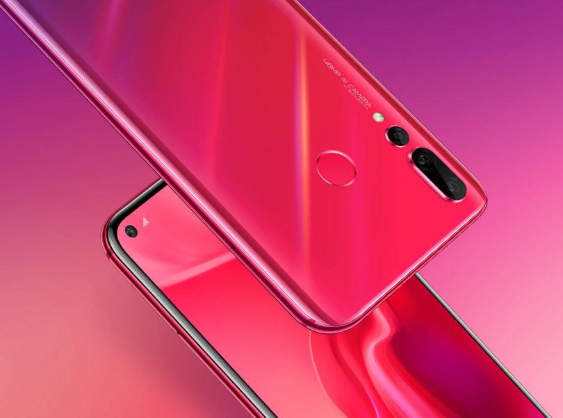 Ključno vprašanje za Galaxy S10 in ostale telefone v letu 2019 – koliko lukenj v zaslonu?