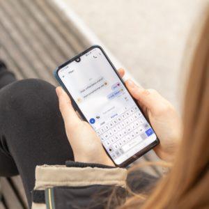 Raziskava: Telefoni nam pomagajo ohranjati stike z najbližjimi