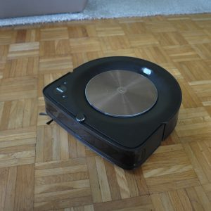 Irobot Roomba s9+: Razlog, zakaj bo večina ta sesalnik zgolj občudovala (#video)
