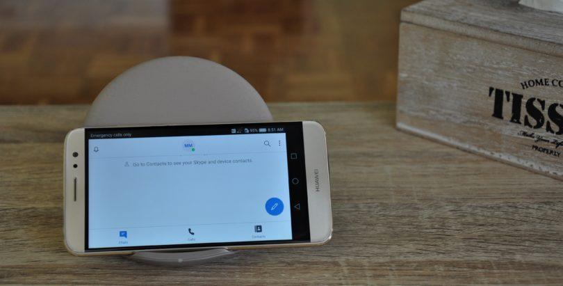NEDELJSKI NASVET: V karanteni bomo še dolgo, zato uporabi star telefon kot okno v svet!