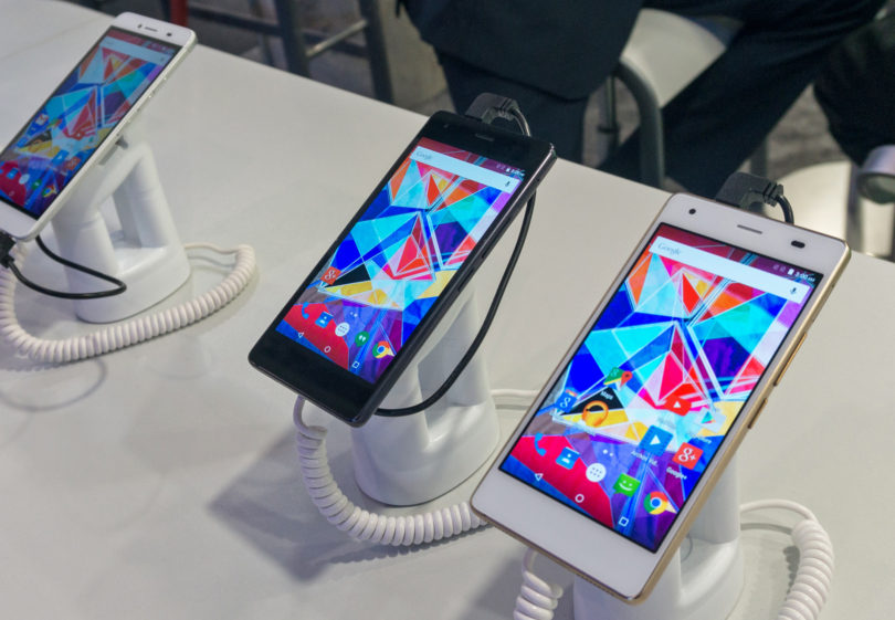 Začele so se razprodaje lanskih modelov pametnih telefonov