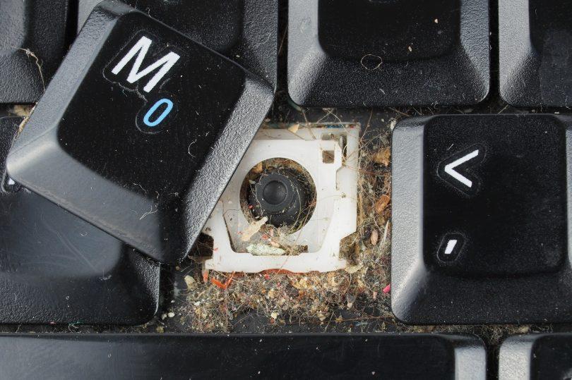 NEDELJSKI NASVET: Presenečen boš, koliko smeti se skriva pod tipkami!