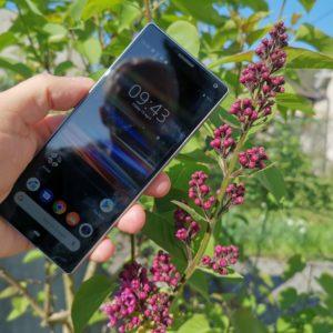 Sony Xperia 10: Narejen na srednjeveški natezalnici
